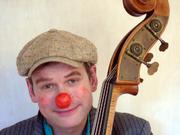 Auf der Suche nach der Liebe gibt es für den clownesken Musikanten Rainer Kreuz manche Umwege (Foto: R.Kreuz)