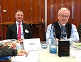 Folgen gespannt dem Hauptvortrag der Synode über das Verhältnis von Christen und Muslimen: Dr. Gerd Landsberg und Pfarrer Wolfgang Harnisch (Foto: J. Gerhardt)