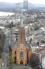 Protestantisches Wahrzeichen im Zentrum von Bonn: die Kreuzkirche von 1871 am Kaiserplatz (Foto: Volker Lannert)