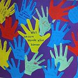 Zum Beispiel mit symbolischen Händen: Plakat für einen Unterrichtsentwurf, entstanden im Neigungsfachkurs Religion.