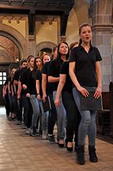 Programm für und von allen Generationen: Einzug des Jugendchors in St. Elisabeth in der Südstadt (Foto: Christopher Jelen)