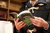 Ein Buch mit Texten über Hoffnung vertieft das Thema (Foto: Studio komplementaer)