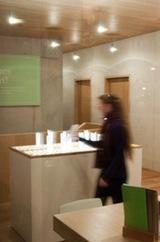 Viele Besucher nutzen die Gelegenheit und schreiben Wünsche oder Fürbiten auf (Foto: Studio komplementaer)