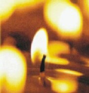 Im stillen Gebet verbindet sich die Trauer vieler Menschen auch in Bonn und der Region
