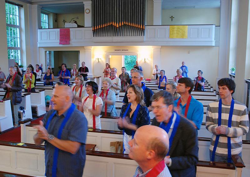 """Ein wenig Südstaaten-Feeling: """"Welcome to the Amercican Protestant Church"""" zum Mitsingen mit dem APC Praise-Team zum Beispiel um 20.00 Uhr (Foto: Angela Beckmann)"""