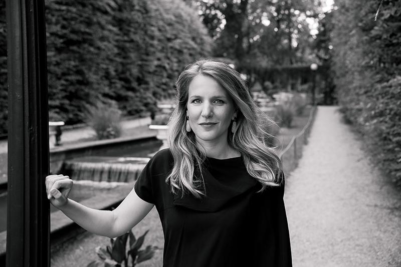 Die höchst vielseitige Eva Buchmann verzaubert mit ihrer Ausstrahlung und angenehmer Stimme und ist weit über den Jazz hinaus eine bekannte und gefragte Sängerin. (Foto: Laura Kirst)