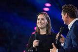 Für viele eine der großen Entdeckungen bei der fulminanten Bonner Reformationsgala vergangenes Jahr im Telekom Dome: Sandra Da Vina im Talk mit Eckart von Hirschhausen (Foto: Michael Bork)