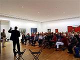 Feiern und Nachdenken im Museum: Bundesweit in dieser Gottesdienst, der sich von einem modernen Kunstwerk inspieren lässt, wohl einzigartig. (Foto: Alexa Halpern)