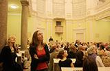 Schauen, hören, staunen: die Kirchennacht in Bonn öffnet immer neue viele Perspektiven (Foto: Meike Böschemeyer)
